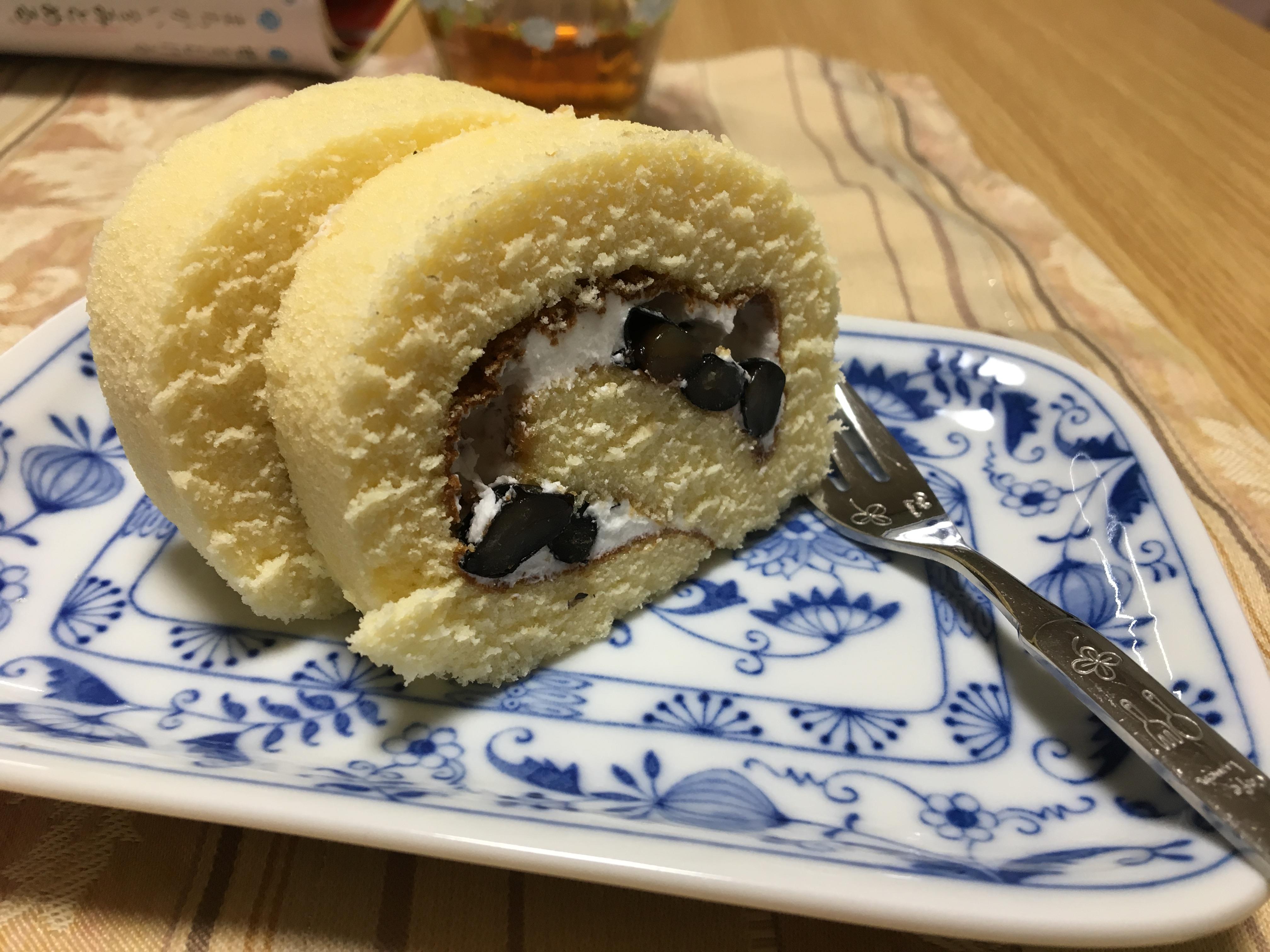 カニ旅行のお土産 黒豆ロール)^o^(